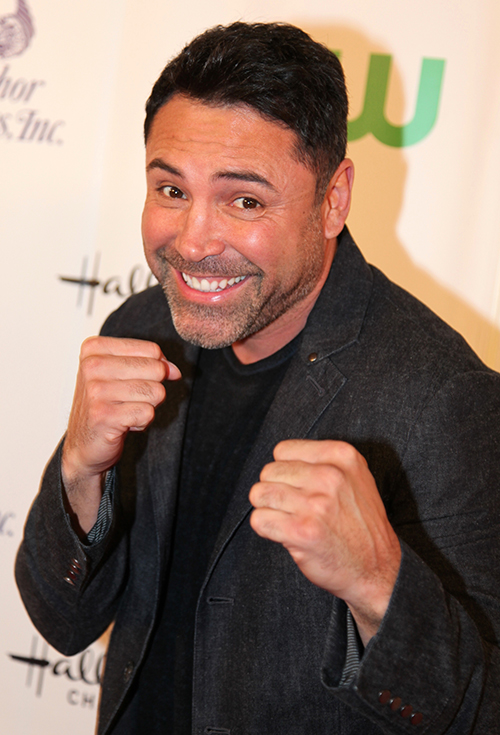 "Oscar de la Hoya with the ""Humanitarian Award"" for his outstanding charity work over the years"